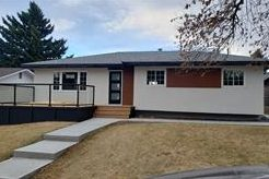 7032 Hunterbow Cres NW